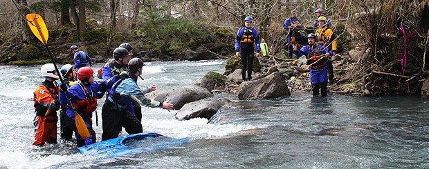 river rescue training course for kayakers in washington and oregon