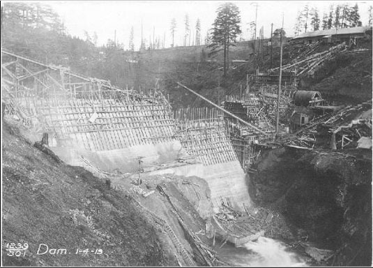 Building Condit Dam in 1913 on White Salmon River, photo courtesy of KATU.com