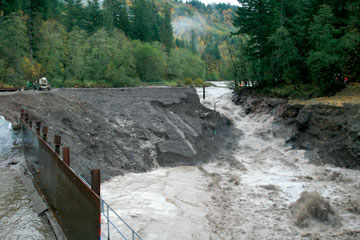 Marmot Dam removal, Sandy River breaks through coffer dam