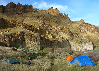 Southeastern Oregon's spectacular scenery on the Owyhee River Guide School Trip