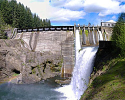 The massive fish block: Condit Dam