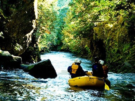 white salmon river rafting in washington and oregon