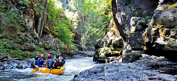 Whitewater rafting season on Washington's White Salmon River with Wet Planet