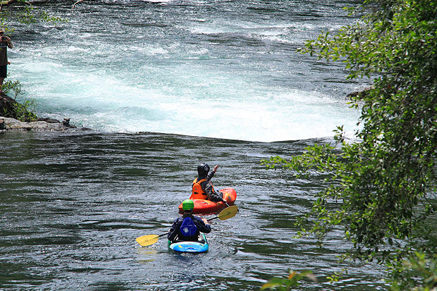 private kayak instruction white salmon river whitewater kayak course at wet planet